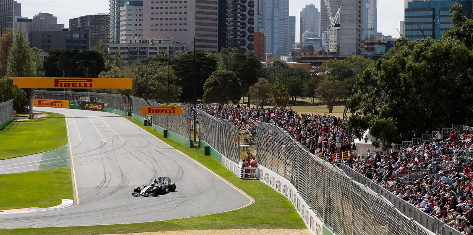 Melbourne Grand Prix circuit – a party atmosphere